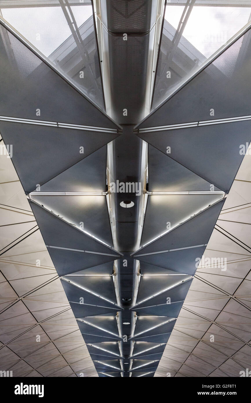 strong architectural lines of the Hong Kong airport, the ceiling point to the a vanishing point. - Stock Image