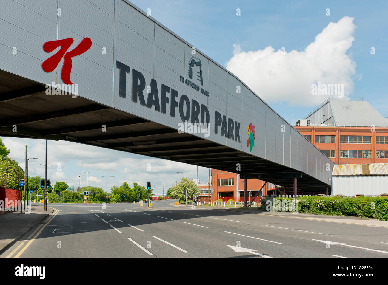 The bridge which connects the Kellogg's manufacturing plant to its warehouse on Park Road in Trafford Park in - Stock Image