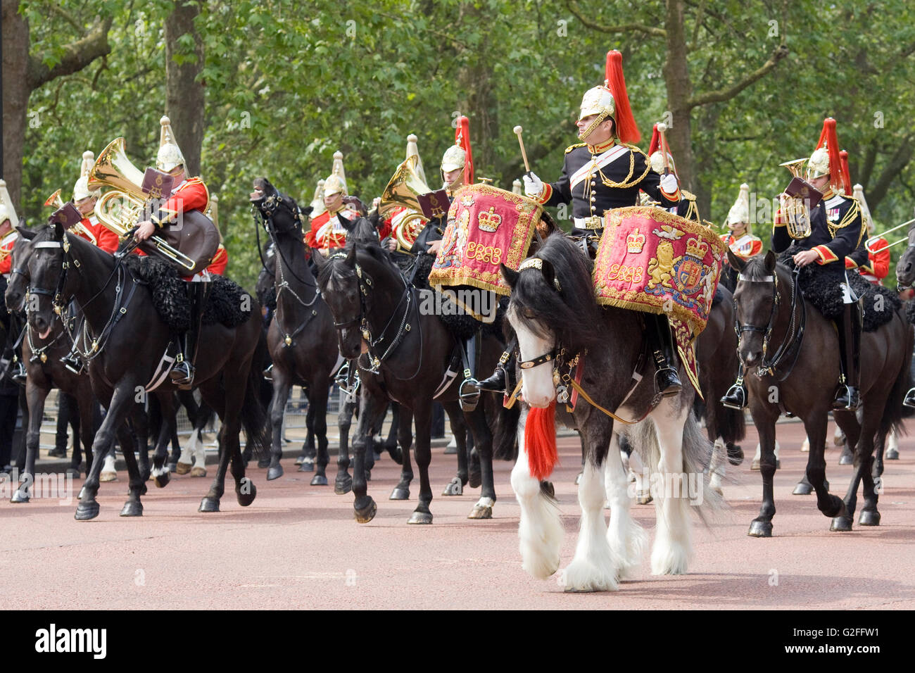 https://c8.alamy.com/comp/G2FFW1/band-of-the-household-cavalry-blues-and-royals-and-life-guards-royal-G2FFW1.jpg