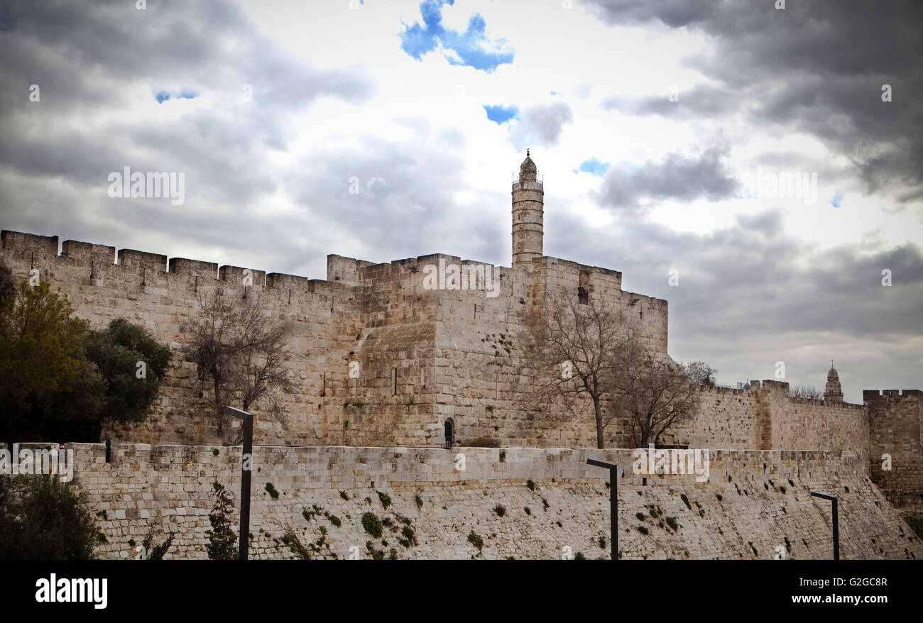 David tower in jerusalm stone boundry wall with cloudy skyes - Stock Image