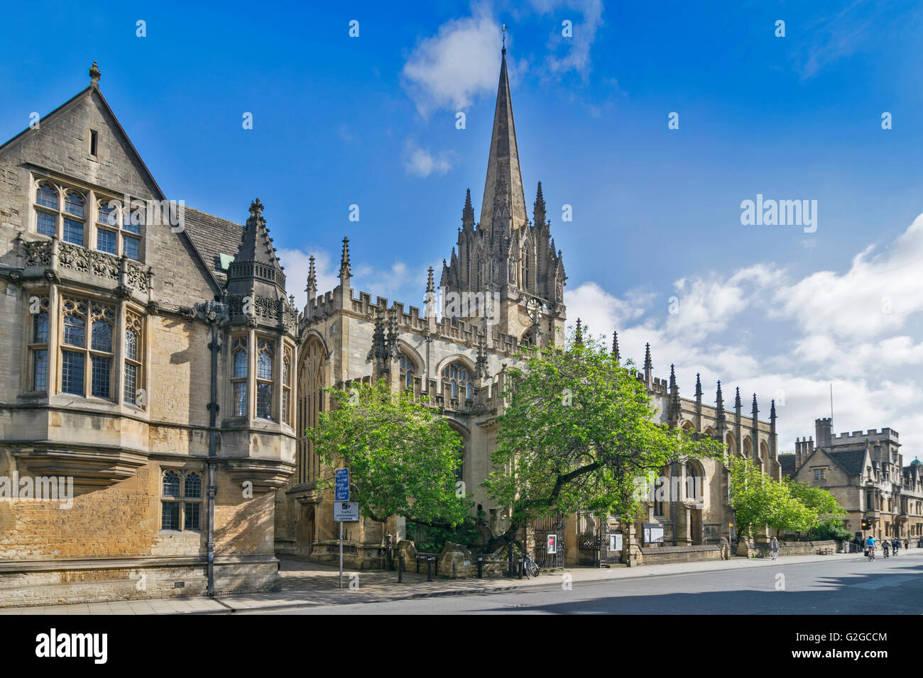 BRASENOSE COLLEGE HIGH STREET OXFORD AND ST MARY THE VIRGIN CHURCH - Stock Image