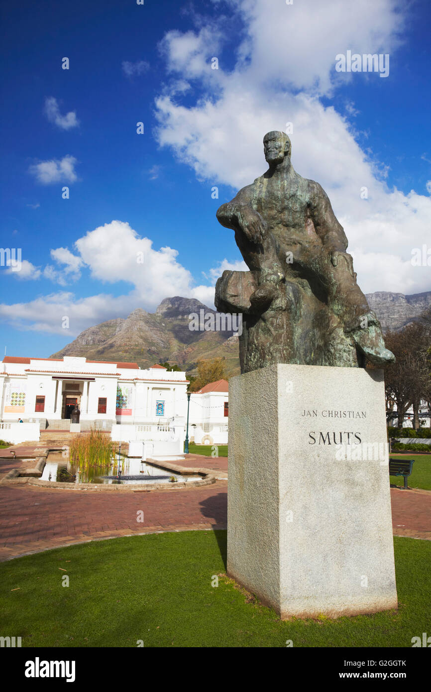 Jan Smuts statue in front of National Gallery, Company's Gardens, City Bowl, Cape Town, Western Cape, South Africa Stock Photo