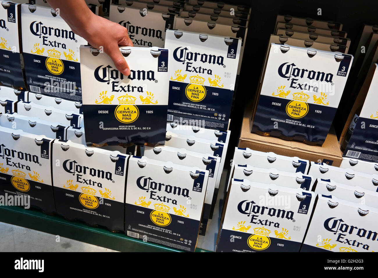 Shelves with Corona 3pack Beer packings in a Supermarket. - Stock Image