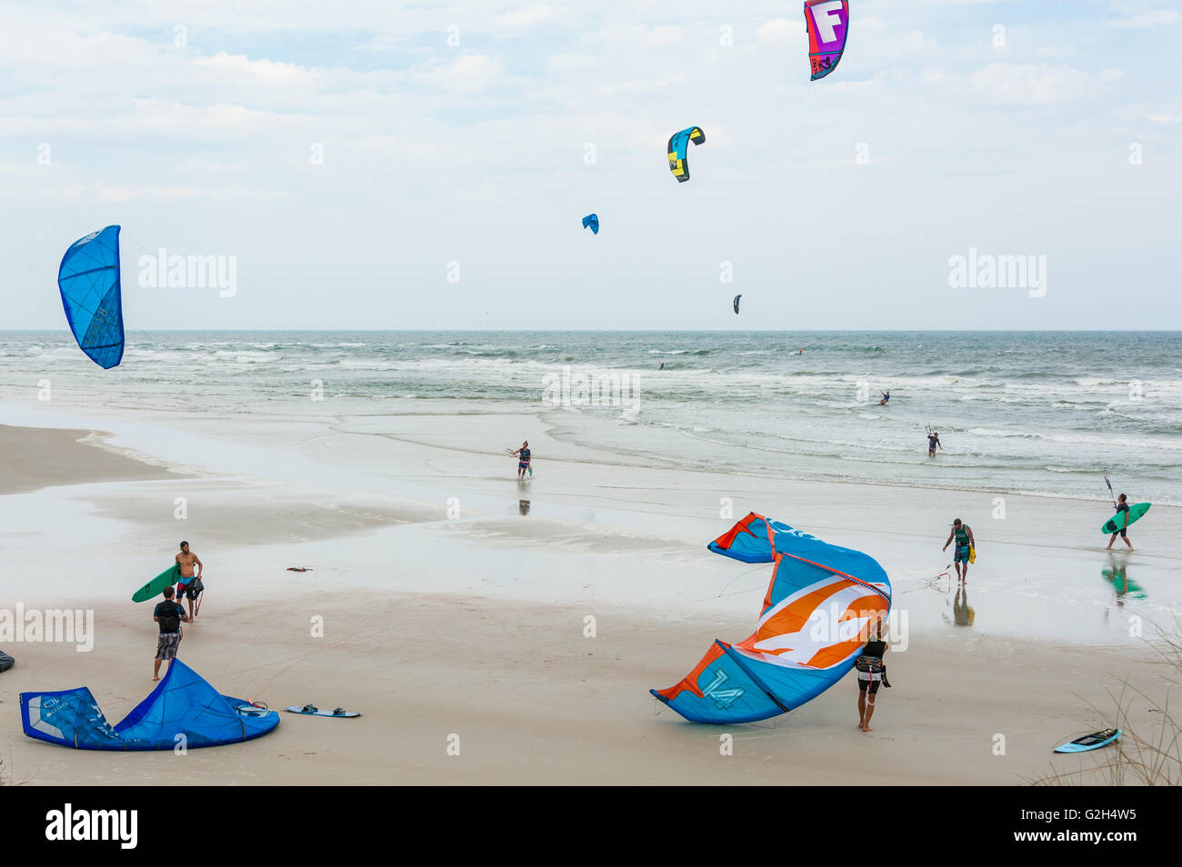 Kitesurfers enjoying an open stretch of beach on a windy day in St. Augustine, Florida. (USA) - Stock Image