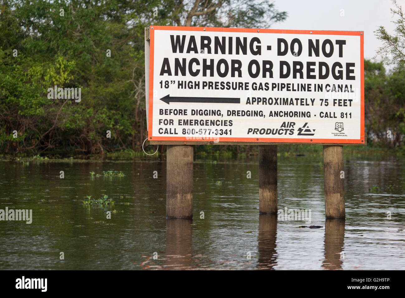 Warning sign for gas pipeline in Atchafalaya Swamp, the largest wetland in the United States - Stock Image