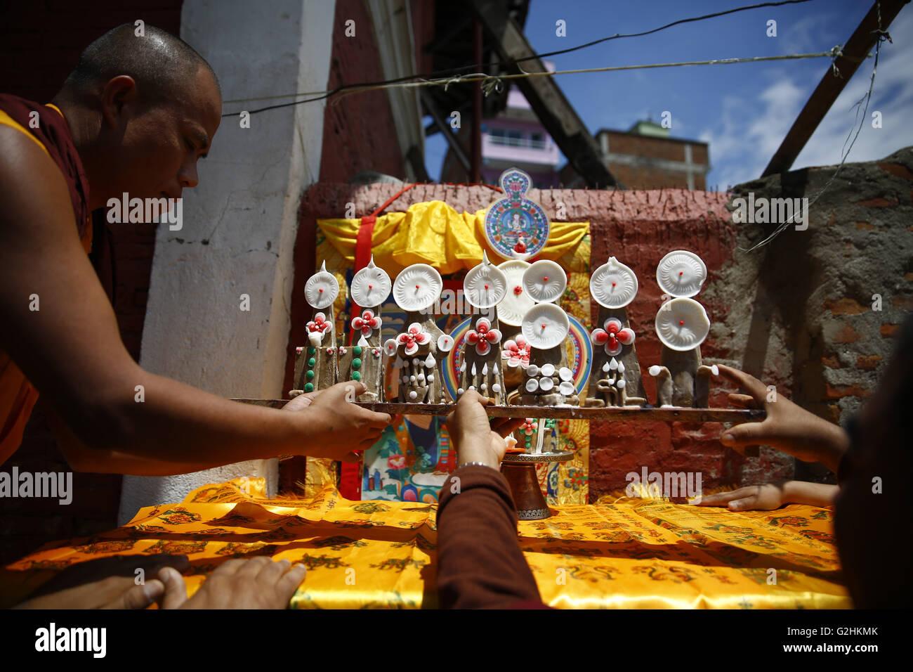 Kathmandu, Nepal. 31st May, 2016. Buddhist Monks arrange idols before performing final rites to Revered Buddhist - Stock Image