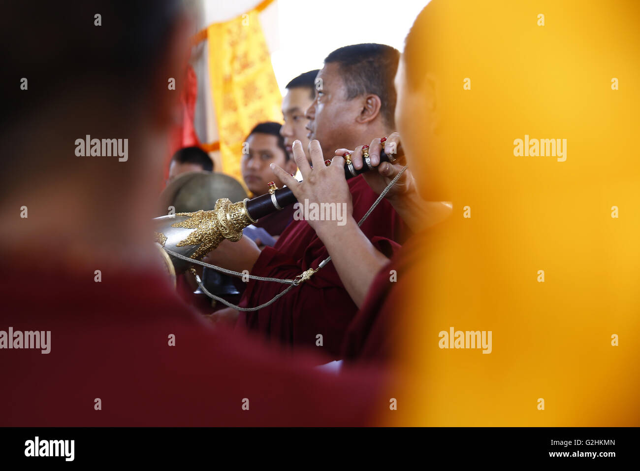Kathmandu, Nepal. 31st May, 2016. Buddhist Monks perform final rites to Revered Buddhist abbot Chiniya Lama, Sherab - Stock Image