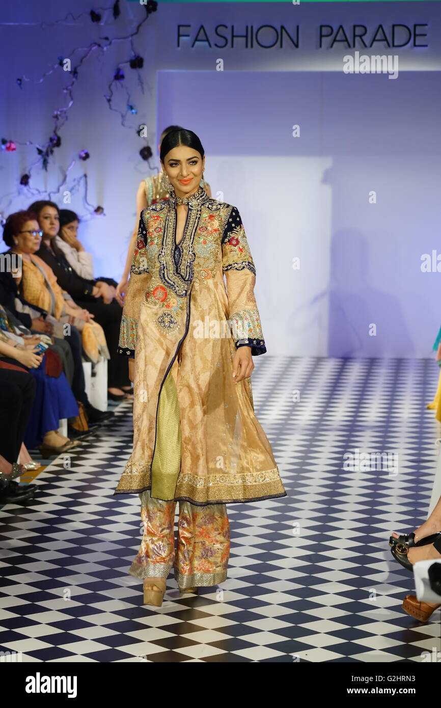 London Uk 31st May 2016 Pakistani Fashion A Model Wearing Stock Photo Alamy