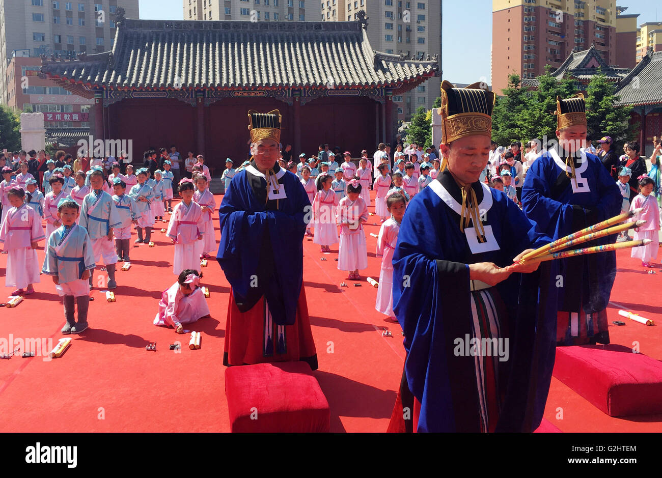 Changchun, China's Jilin Province. 1st June, 2016. Kids attend a first writing ceremony, also called Qi Meng - Stock Image