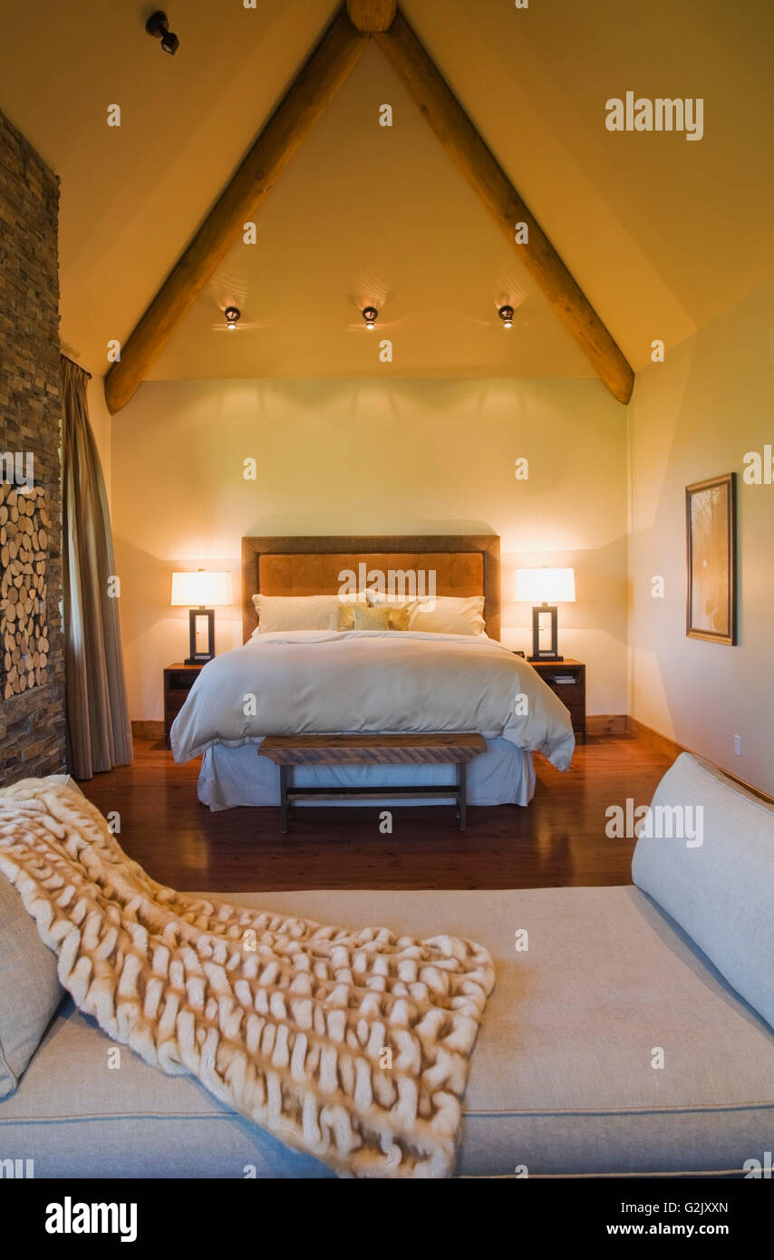 Beige Daybed Throw King Size Bed In Master Bedroom In