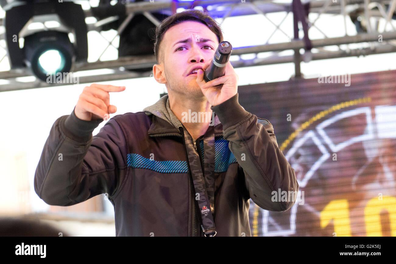 Spanish MC 'Neyko' sings at freestyle battle 'RedBull Batalla de Los Gallos' in Leon (Spain) on - Stock Image
