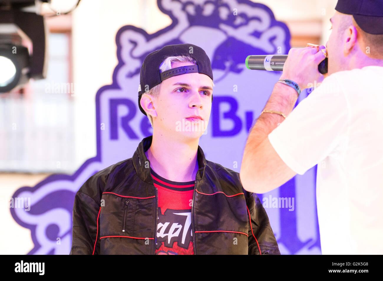 Spanish MC 'Lopes' sings at freestyle battle 'RedBull Batalla de Los Gallos' in Leon (Spain) on - Stock Image