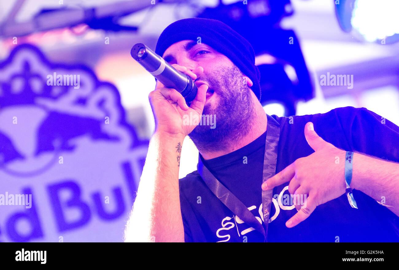 Spanish MC 'Soen' sings at freestyle battle 'RedBull Batalla de Los Gallos' in Leon (Spain) on May - Stock Image