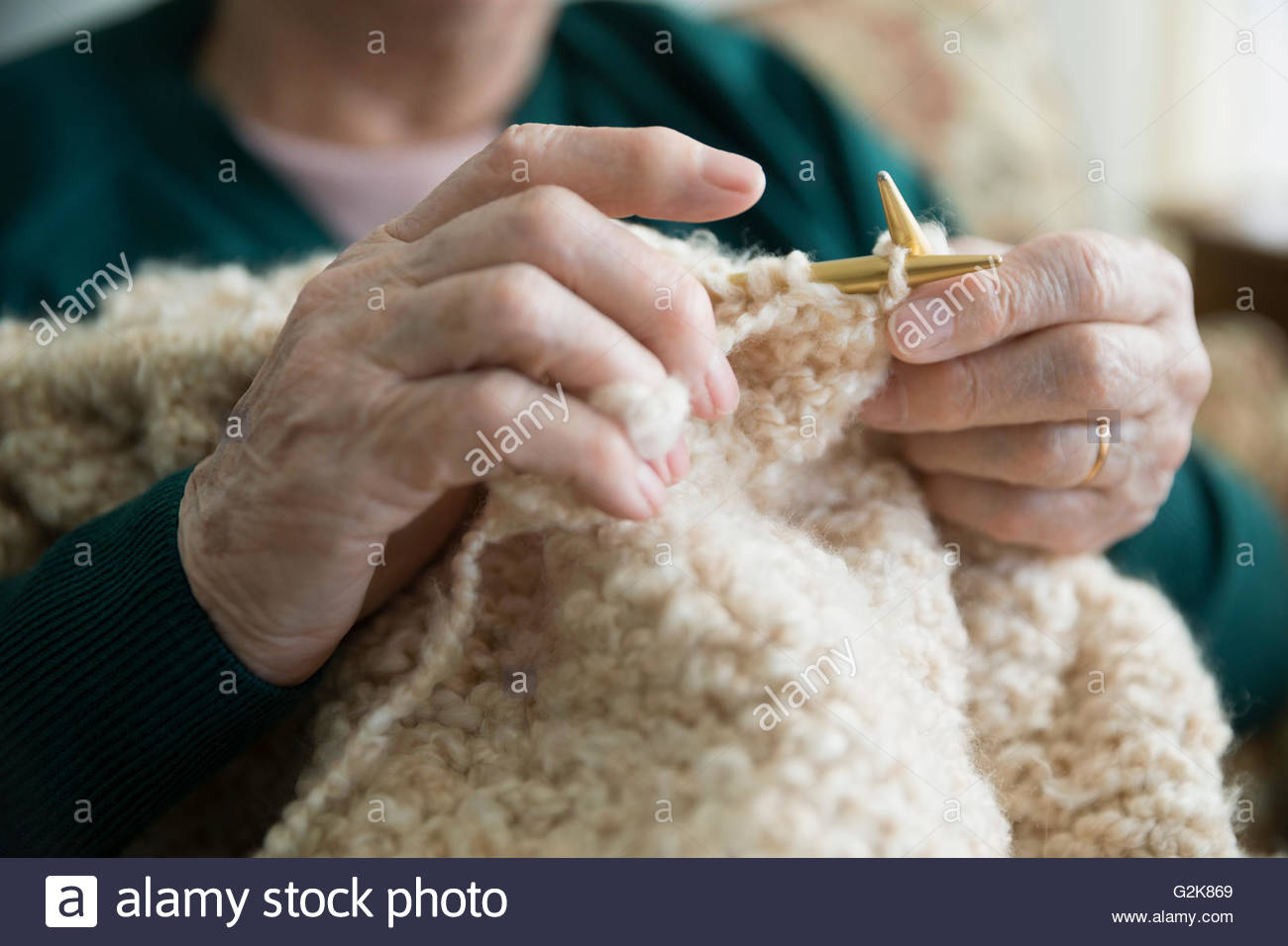 Close up senior woman knitting - Stock Image