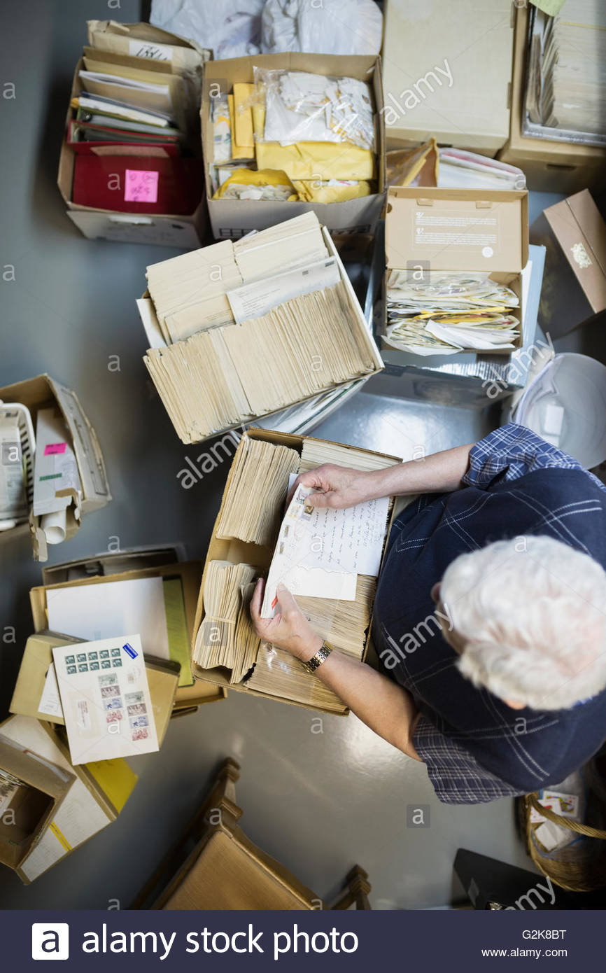 Overhead view of senior man reading old letters - Stock Image
