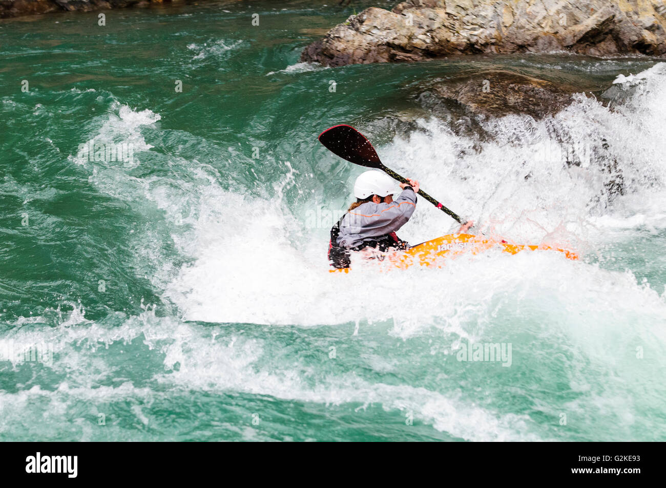 A freestyle kayaker navigates the rapids on the Kananaskis River at the Canoe Meadows course in Alberta. - Stock Image