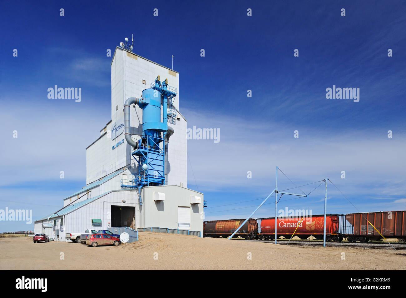 Grain elevator and trains Yellow Grass Saskatchewan Canada - Stock Image