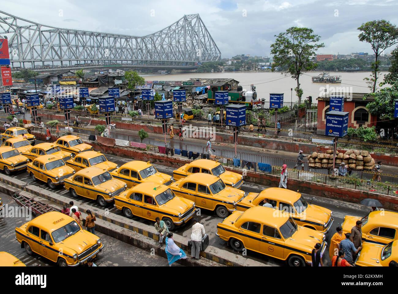 INDIA Westbengal Calcutta Kolkata , waiting yellow HM Ambassador cabs infront of Howrah railway station, view to Stock Photo
