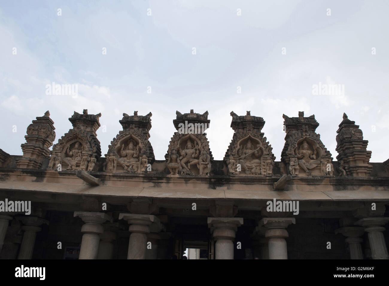 Carved figures at the top of the entrance porch, Gomateshwara temple, Vindhyagiri Hill, Shravanbelgola, Karnataka, Stock Photo