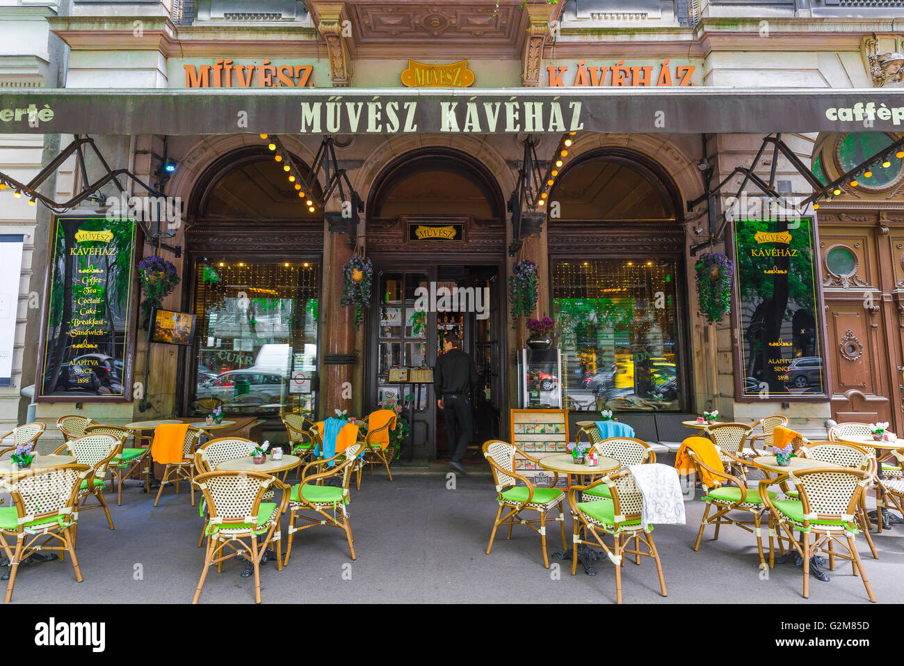 The Muvesz Coffee House on Andrassy Ut in the Terezvaros district of Budapest, Hungary. - Stock Image