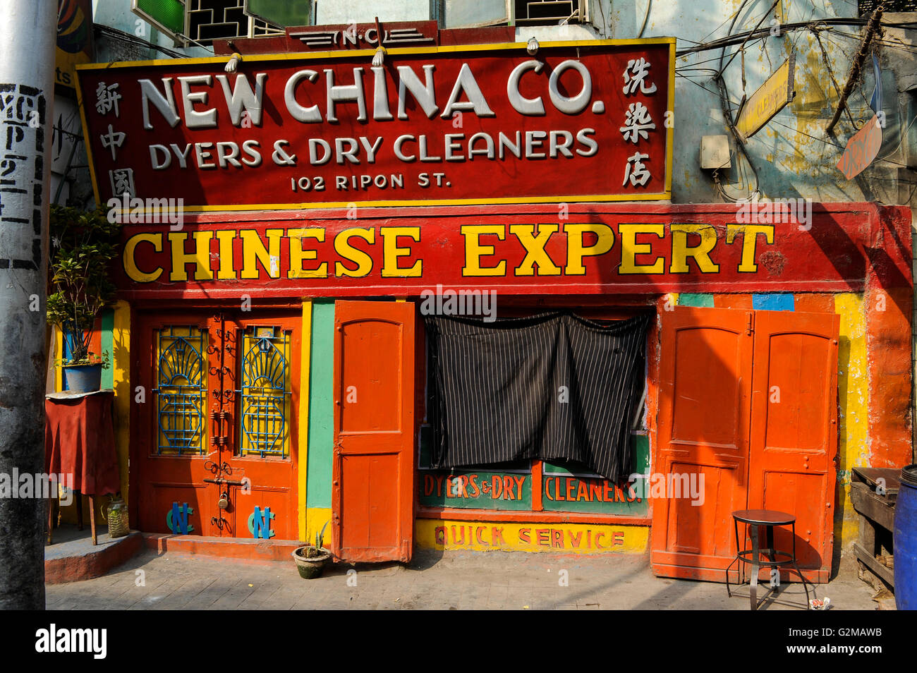 INDIA Westbengal, Kolkata, dyers and dry cleaners shop New China Co. in Ripon street - Stock Image
