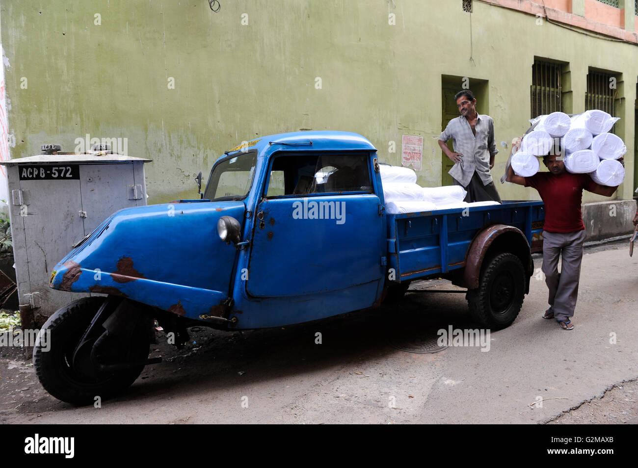 INDIA Westbengal, Kolkata, old Tempo three wheeler, produced by Bajaj   / INDIEN, Westbengalen, Kolkata, altes Tempo - Stock Image