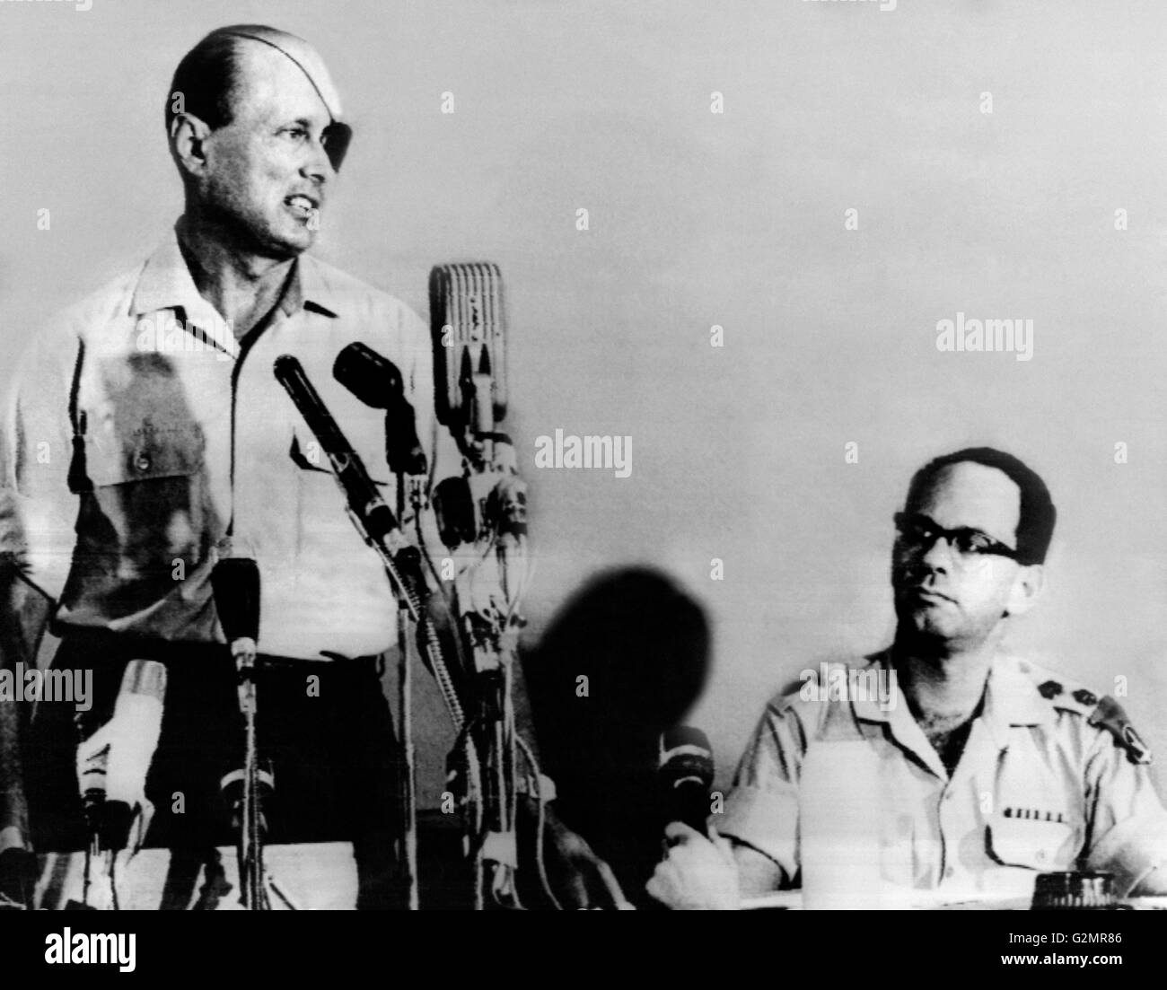 israel,tel aviv,General moshe dayan on the left,after a visit to Sinai,1967 - Stock Image