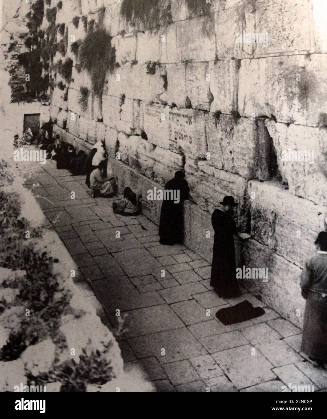 Jews praying at the western wall in Jerusalem during the British Mandate 1930 - Stock Image