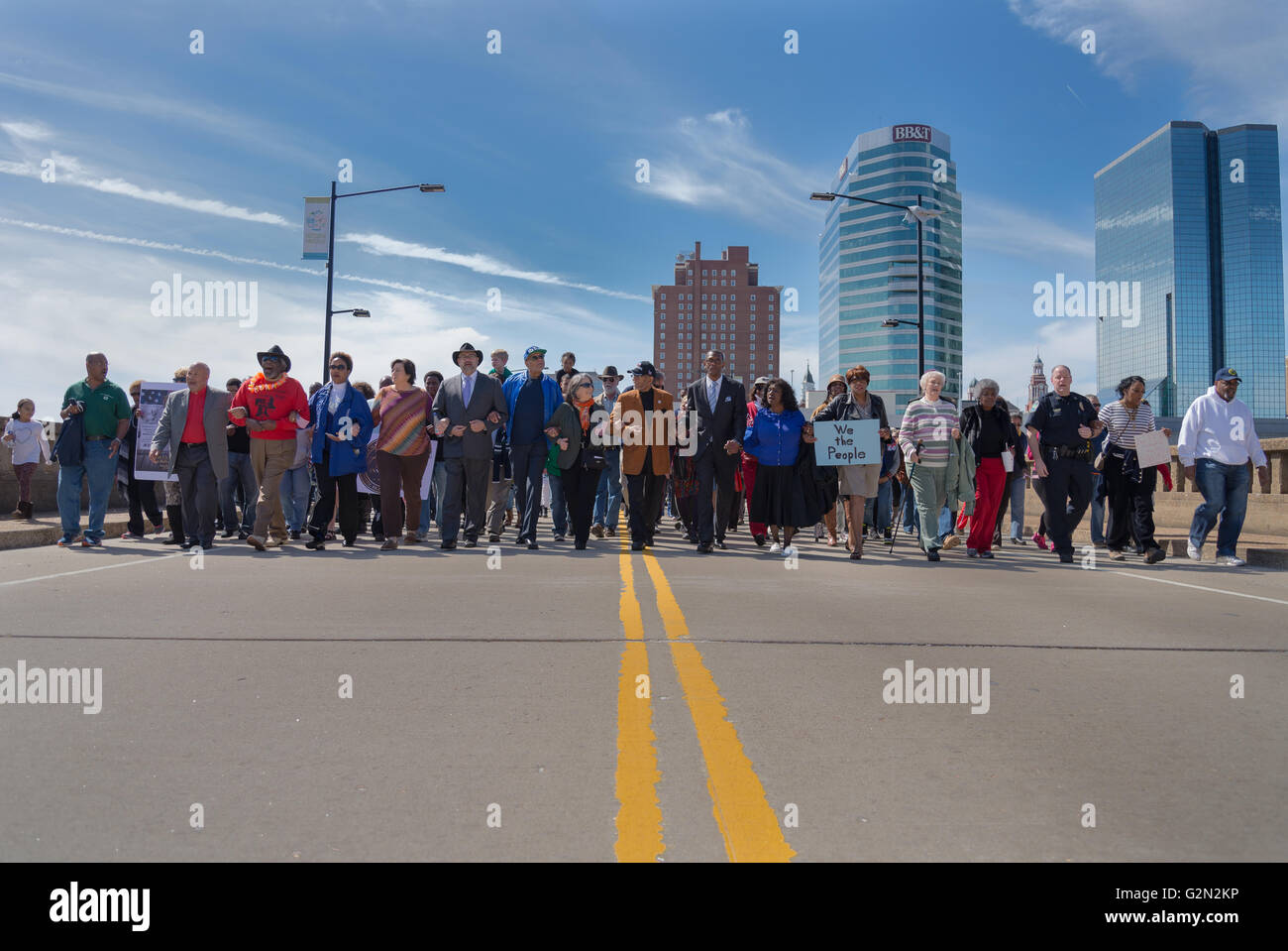 Mayor Reogero and Knoxvillians march together to remember the Selma Marches. - Stock Image