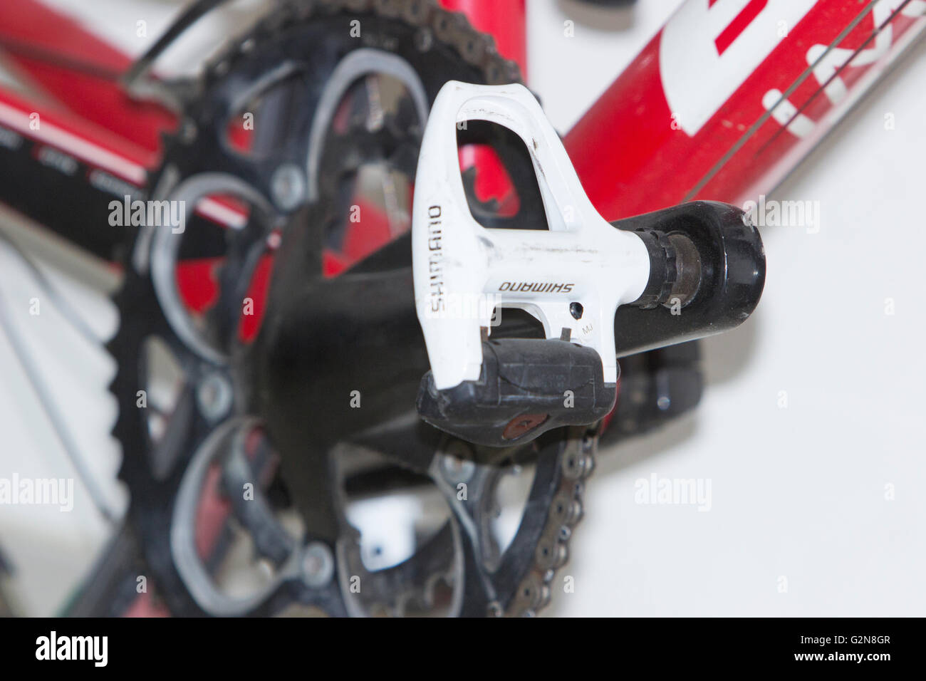 Bianchi the world's most stylish bike Red and white 20 geared 105 component Alu Nirone road bike shimano pedal - Stock Image