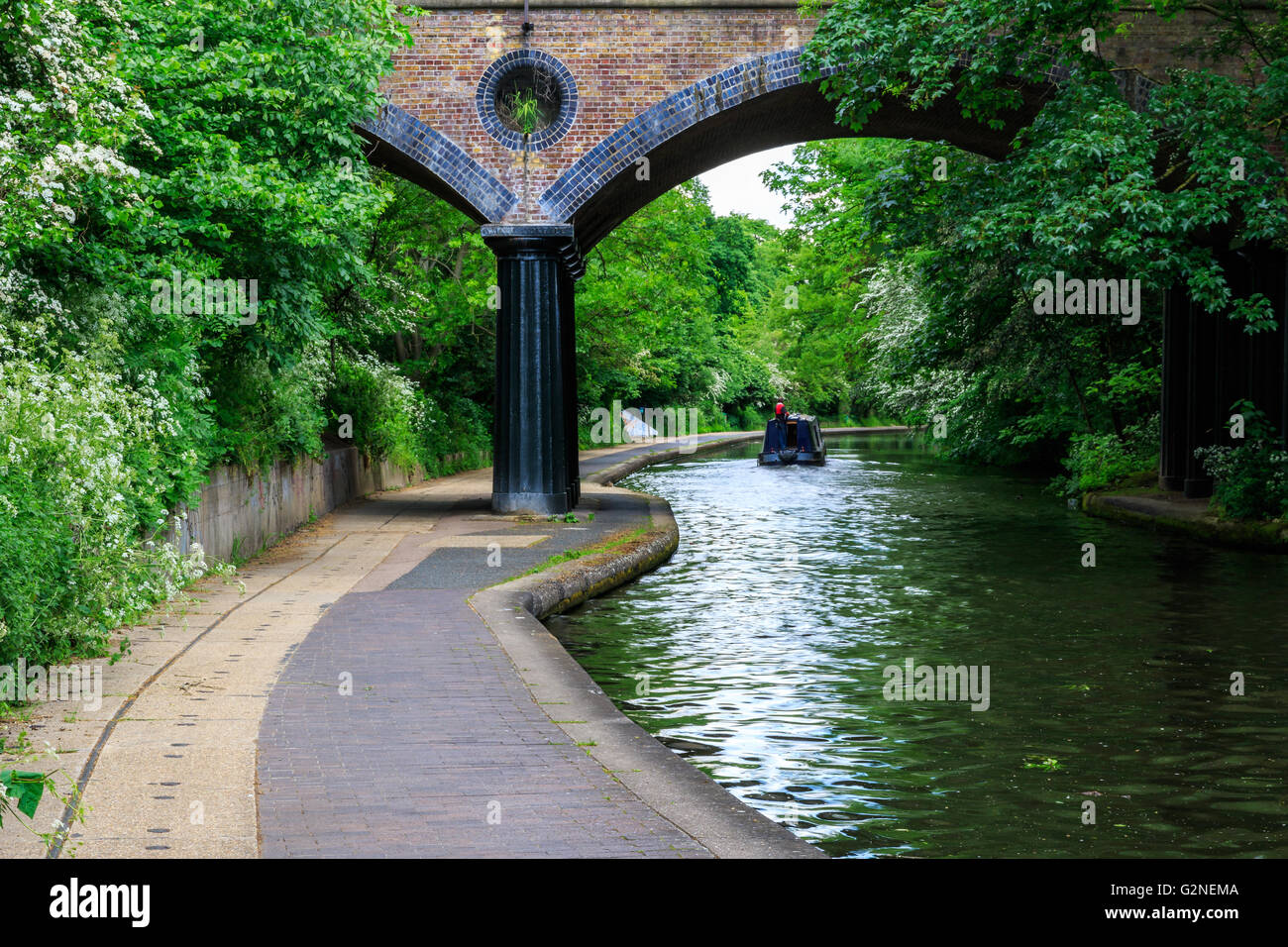 Peaceful scenery of Regent's canal in London - Stock Image