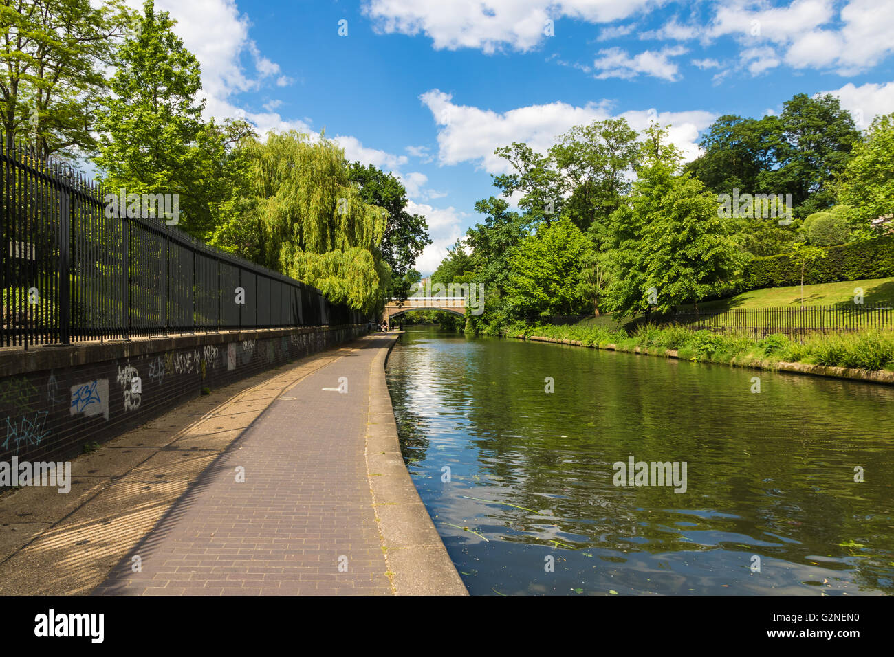 Relaxing scenery of Regent's canal in London, UK - Stock Image