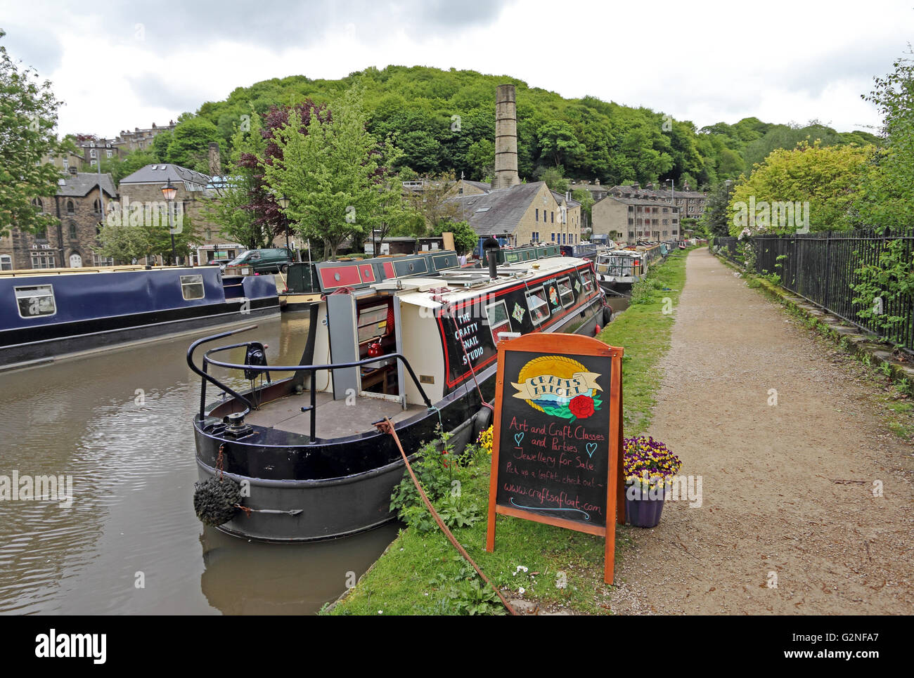 The Crafty Snail Studio narrowboat moored on Rochdale Canal, Hebden Bridge - Stock Image