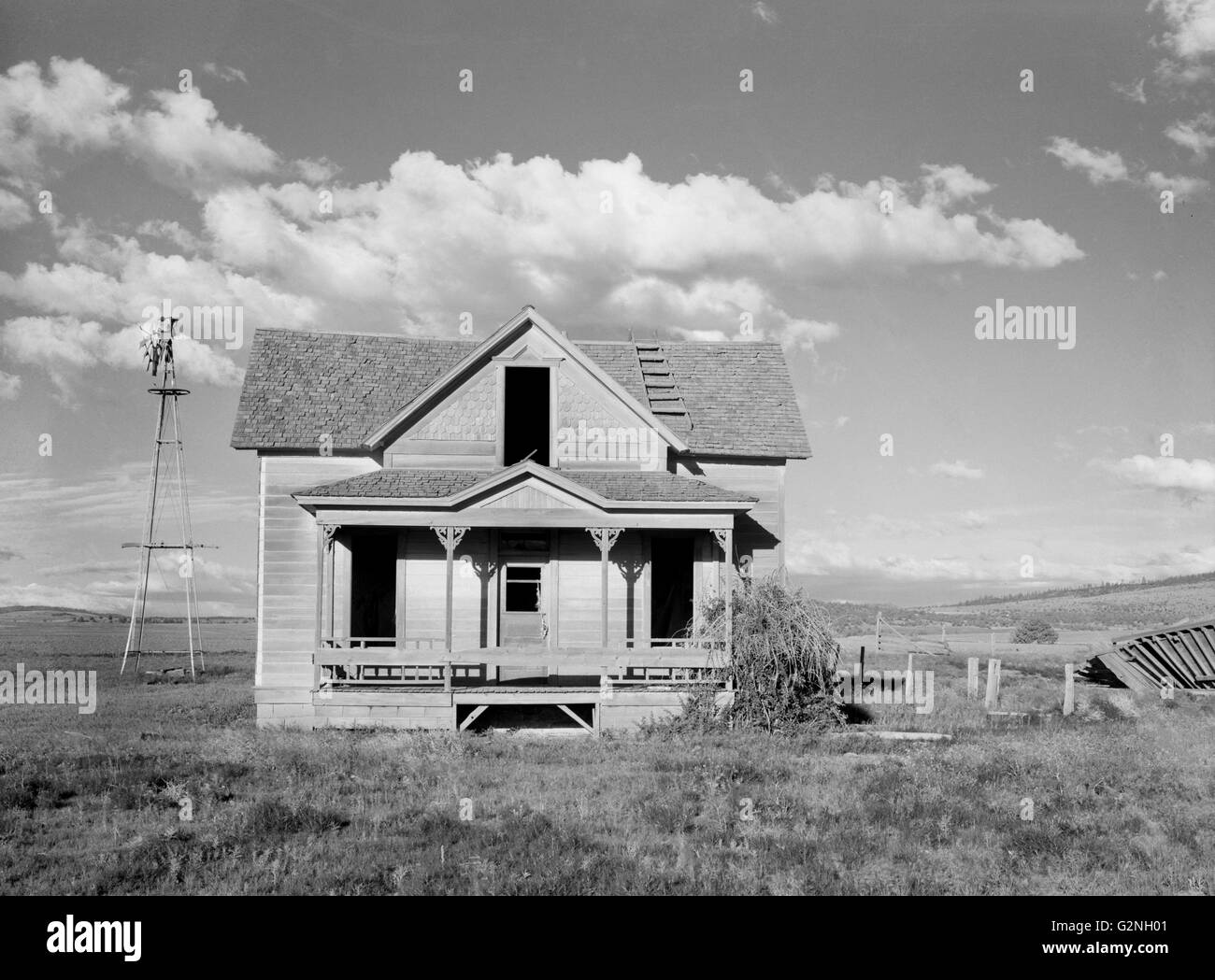 Abandoned Farmhouse after Unsuccessful Efforts to Make Crops Grow,Central Oregon,USA,Arthur Rothstein for Farm Security - Stock Image