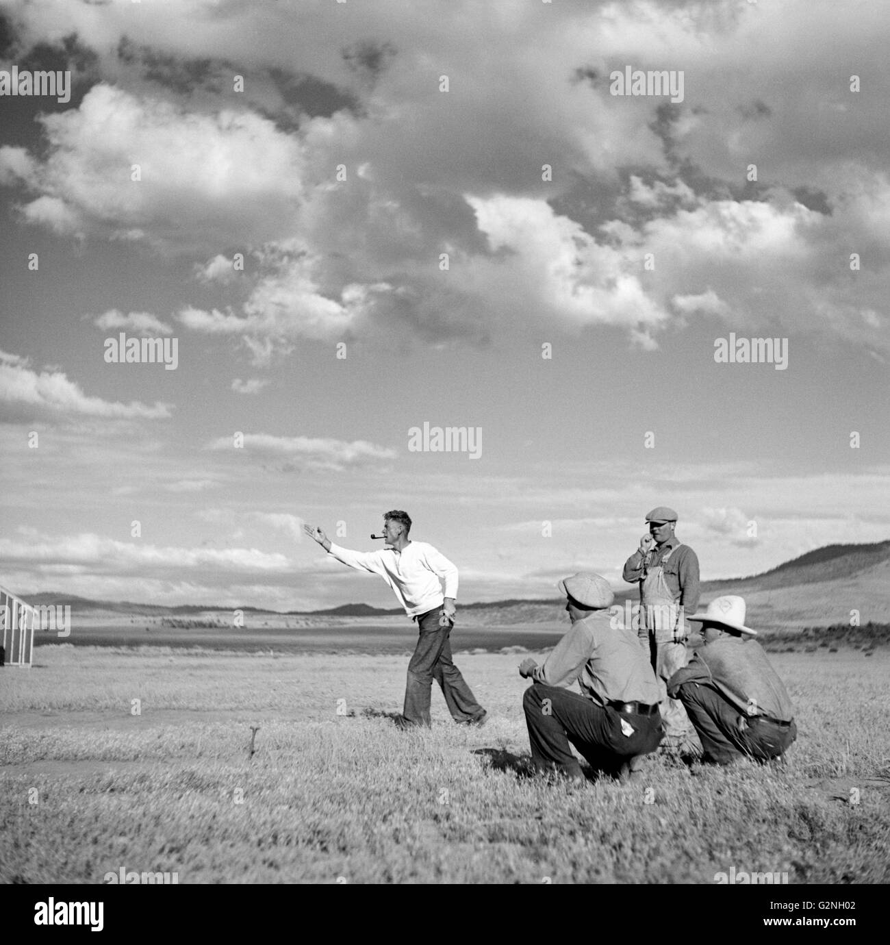 Man Pitching Horseshoes at Resettlement Administration Camp, Madras, Oregon, USA, Arthur Rothstein for Farm Security - Stock Image