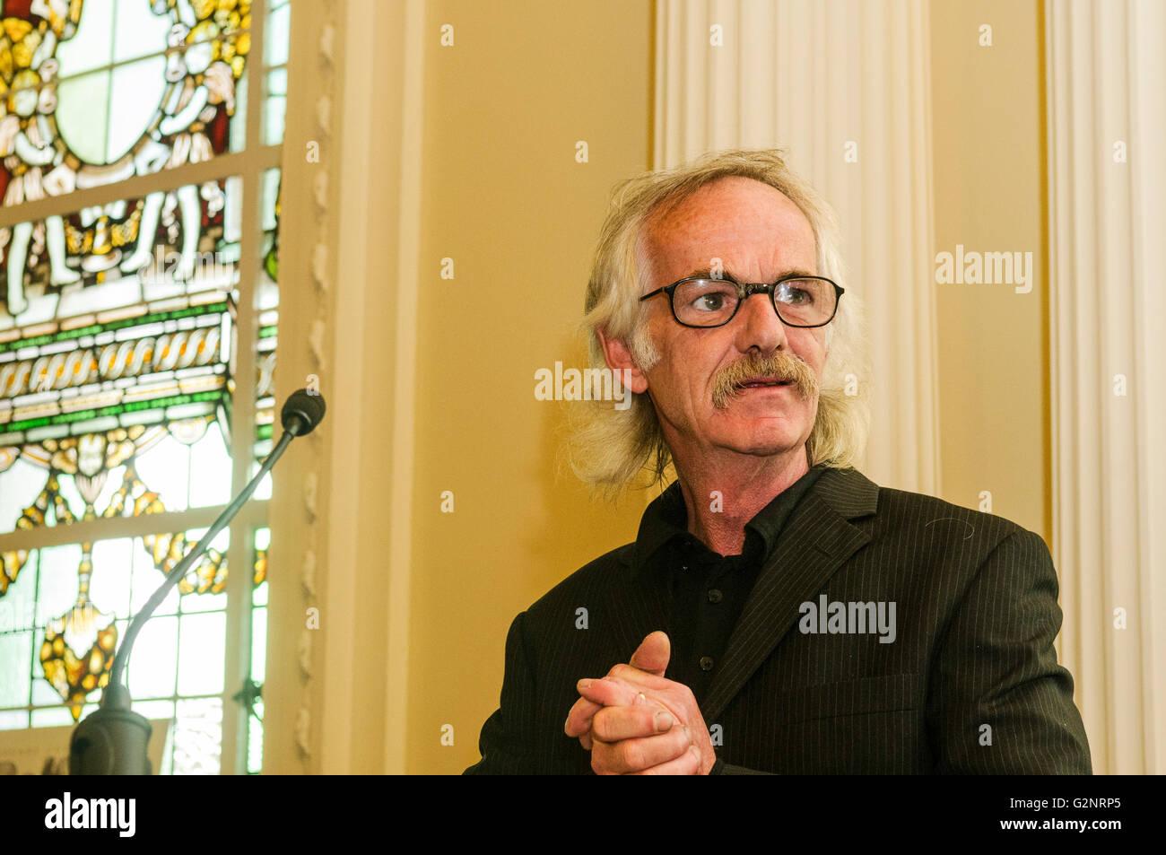 Belfast 05/10/2012 - Belfast street artist Danny Devenney. Belfast 05/10/2012 - Unveiling of the new portrait of - Stock Image