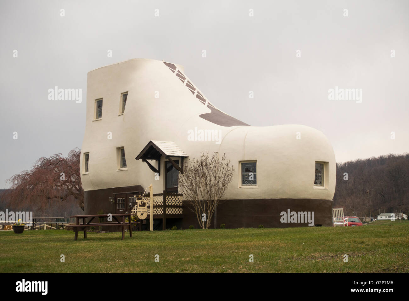 Haines shoe house building in Hallam PA & Haines shoe house building in Hallam PA Stock Photo: 104980518 - Alamy