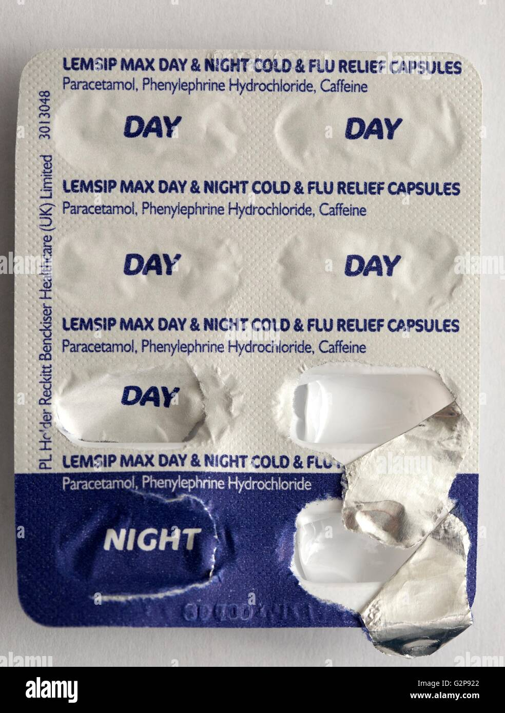 Lemsip max day and night cold flu relief capsules - Stock Image
