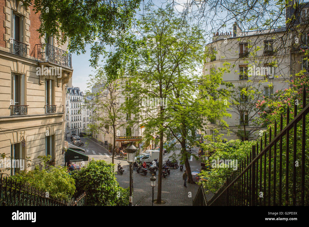Montmartre in the Spring - view from top of stairs to street below - Stock Image
