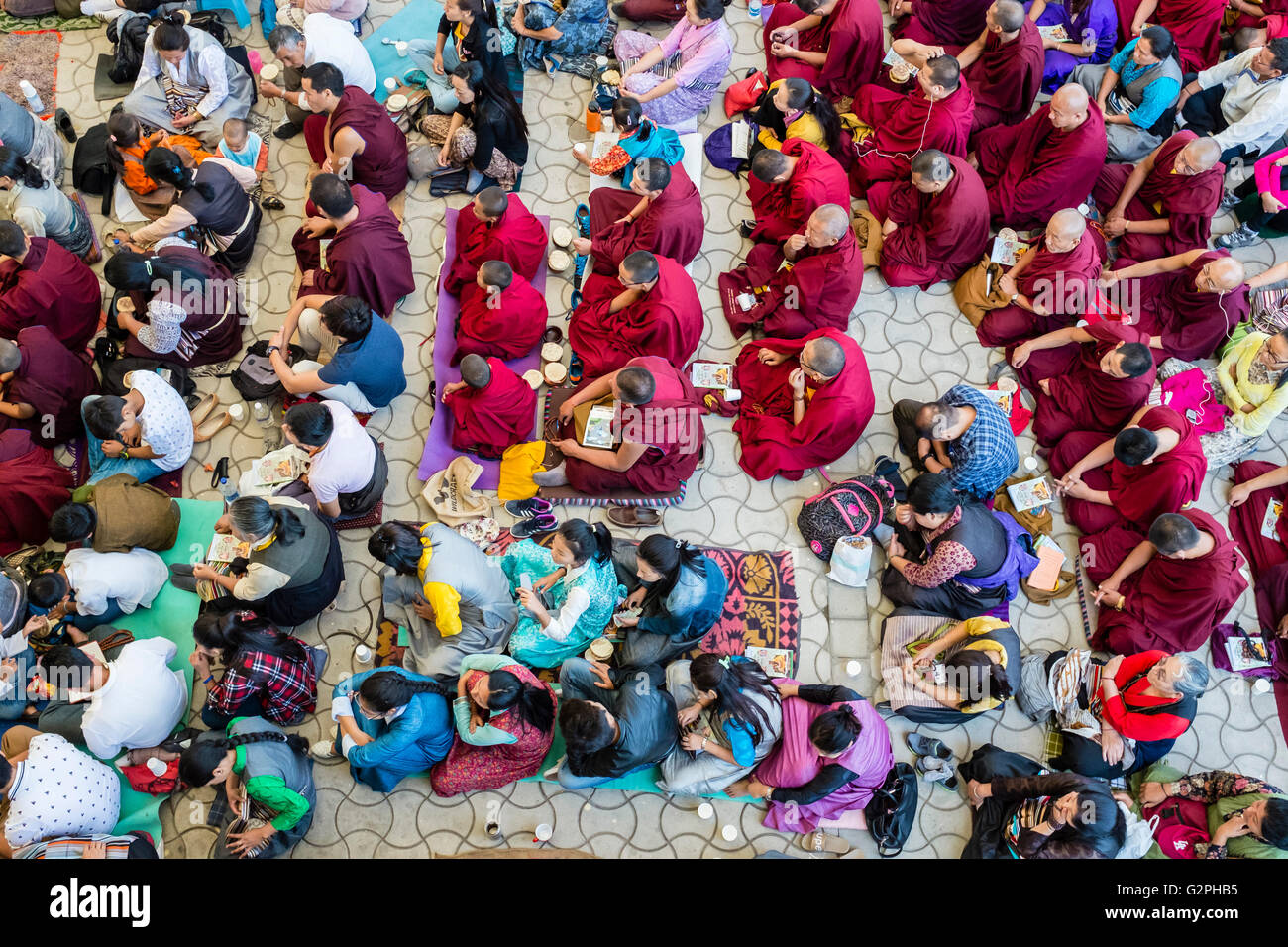 Macleod Ganj, India. 1st of June 2016. Monks, Tibetains and interantional followers fill the Tsuglagkhang temple - Stock Image