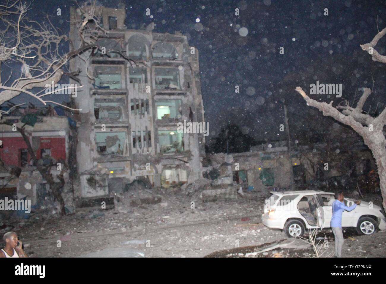 Mogadishu. 1st June, 2016. Photo taken on June 1, 2016 shows the wreckage of Ambassador Hotel after a suicide car - Stock Image