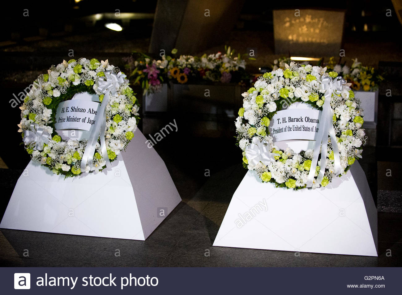 The wreaths laid by US President Barack Obama and Japanese Prime Minister Shinzo Abe during President Obama's - Stock Image