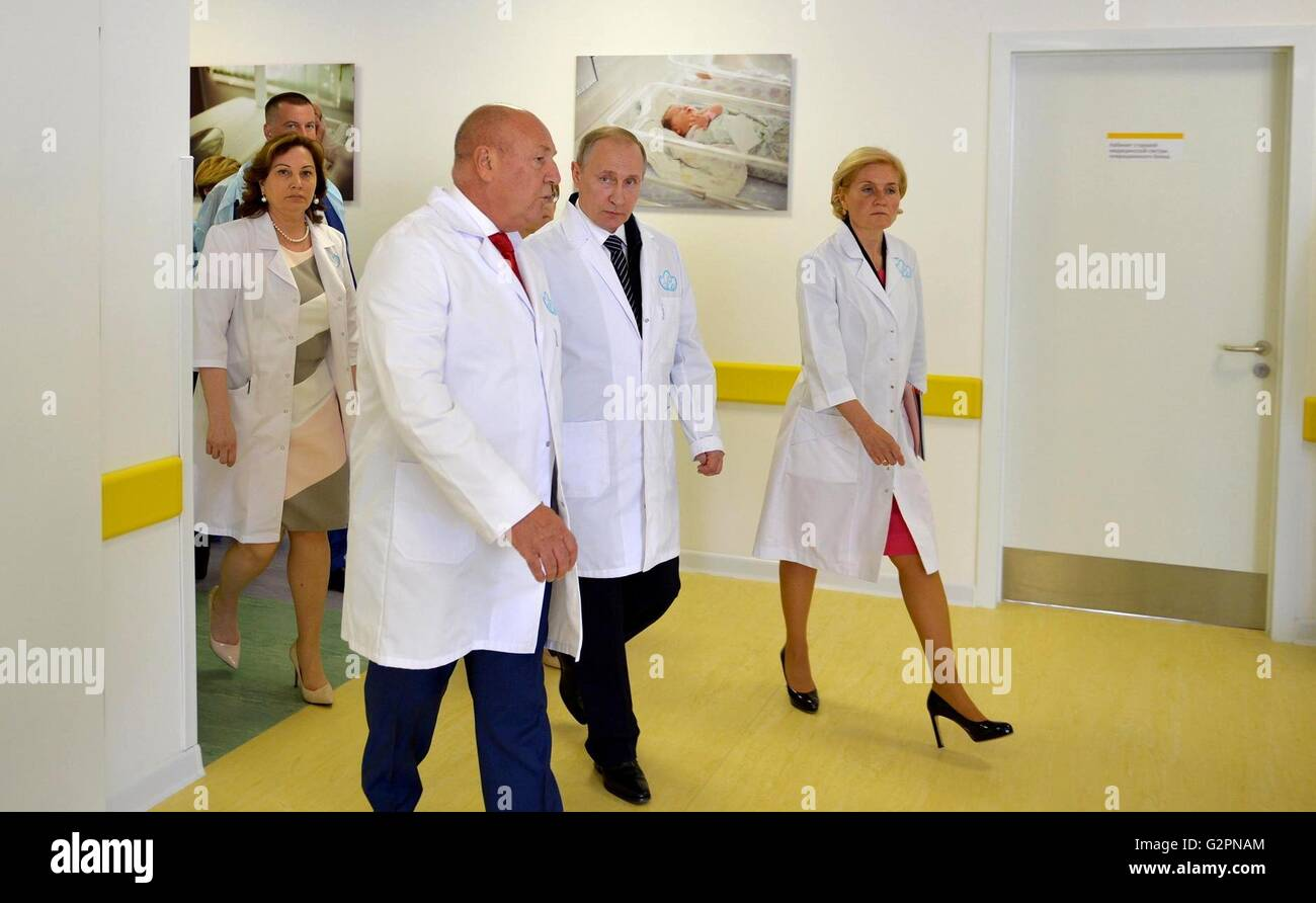 Moscow, Russia. 01st June, 2016. Russian President Vladimir Putin during a visit to the new Academician Kulakov - Stock Image
