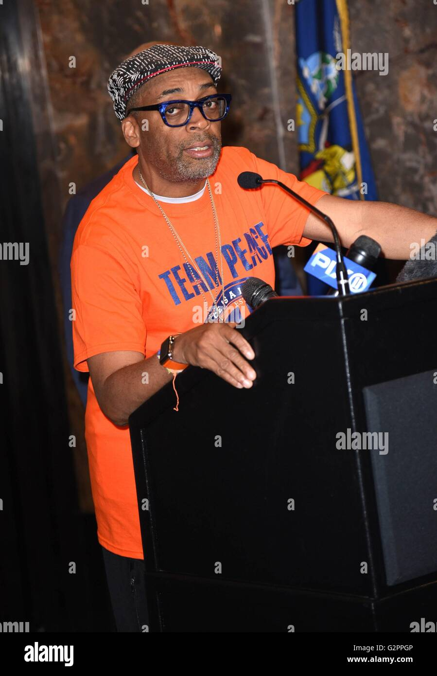 Spike Lee at the press conference for Spike Lee Lights Empire State Building Orange for Gun Violence Awareness Month, - Stock Image