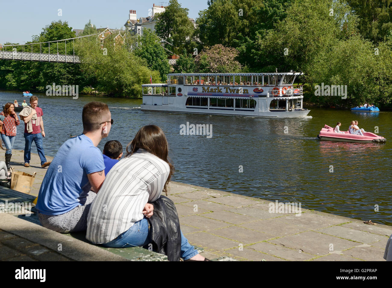 The Groves, Chester, UK. 2nd June 2016. People enjoying the sunny weather on the River Dee at The Groves in Chester - Stock Image
