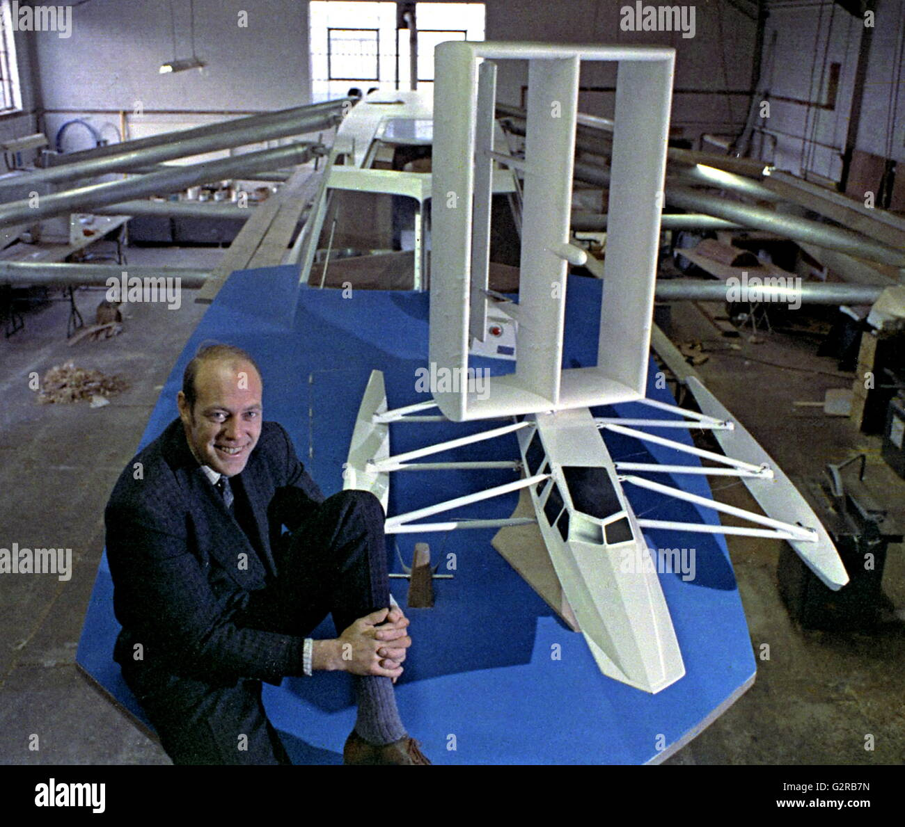AJAXNETPHOTO. 20TH OCTOBER, 1970. PORTSMOUTH, ENGLAND. - PLANESAIL HITS THE BUFFERS - PLANESAIL LTD COMPANY DIRECTOR - Stock Image