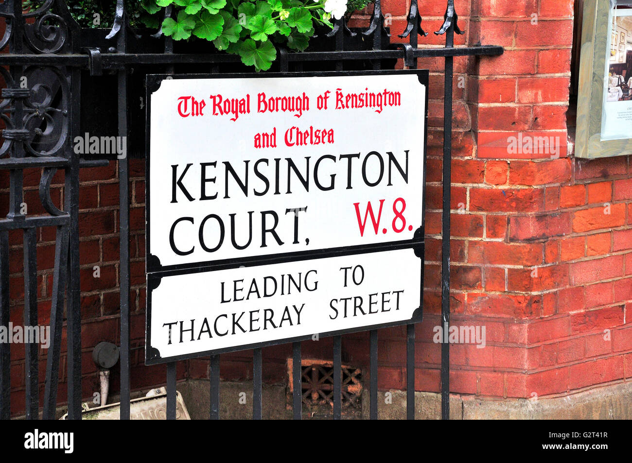 London, England, UK. Street sign: Kensington Court, W8, Royal Borough of Kensington and Chelsea - Stock Image