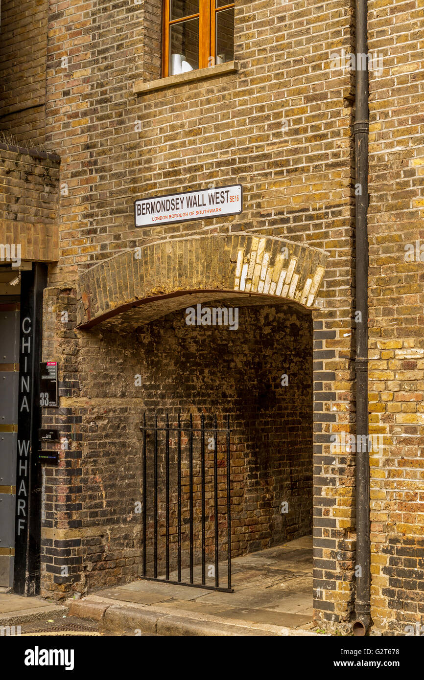 Archway In Bermondsey near to The River Thames , London - Stock Image