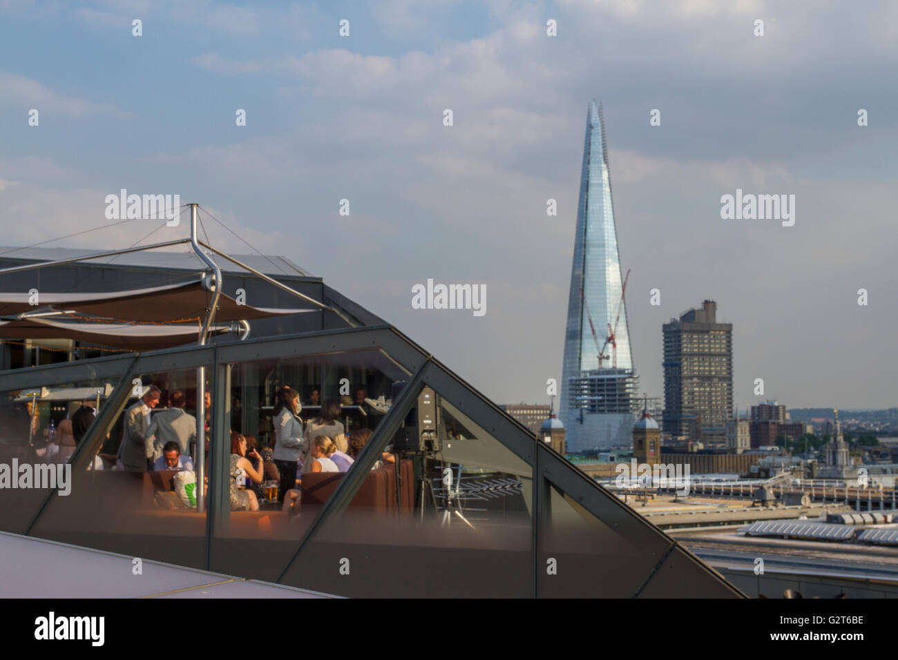 Diners At  A City Restaurant With The Shard in The Distance - Stock Image