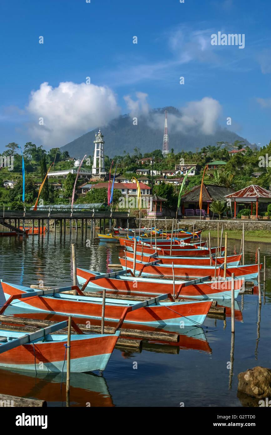 Indonesia Bali Bedegul Boats on Lake Bratan, a volcanic crater lake at Bedegul, in Bali's mountainous interior - Stock Image